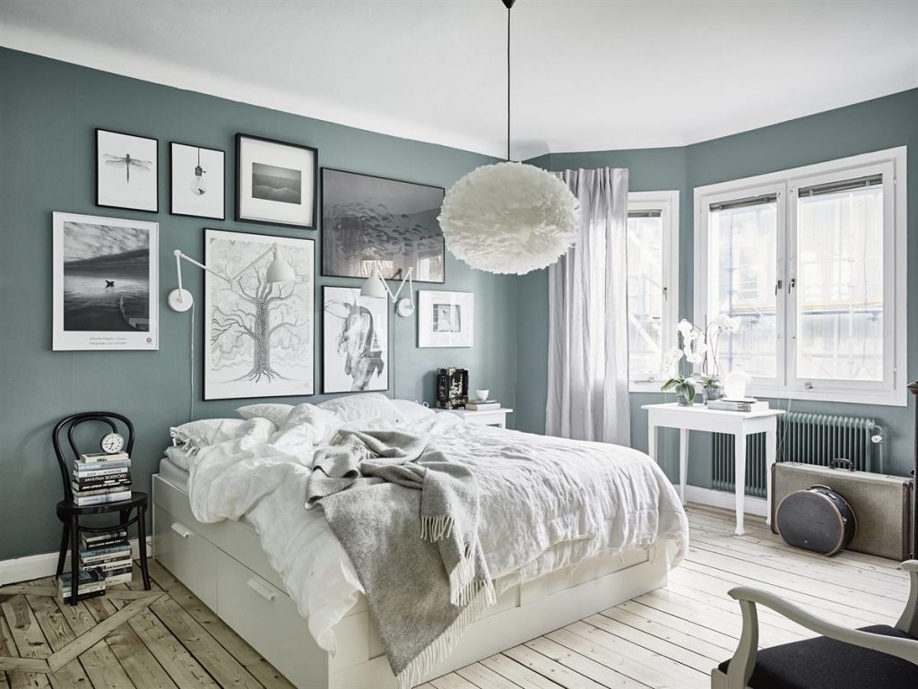 6 BEAUTIFUL GREEN-GRAY BEDROOMS YOU CAN RE-CREATE TODAY - Hey, Djangles. heydjangles.com - Scandinavian bedroom. Image: 55KVADRAT