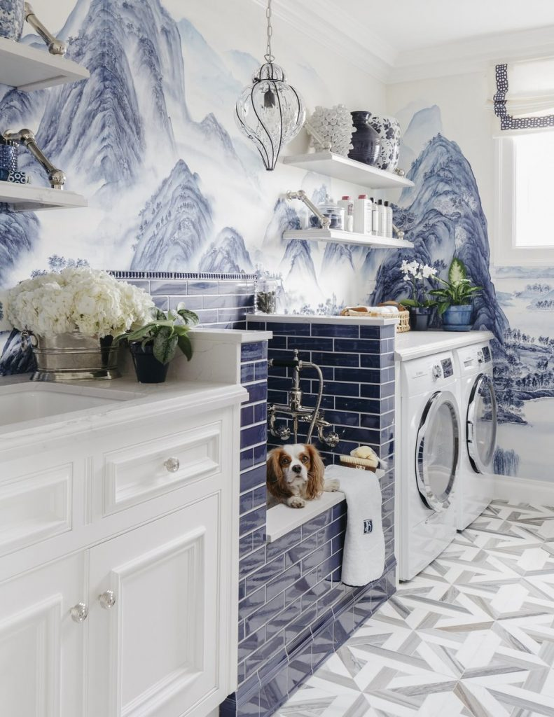 12 GENIUS MUDROOM DOG WASH STATION IDEAS FOR PET LOVERS - Hey, Djangles. heydjangles.com - Image: Dina Bandman