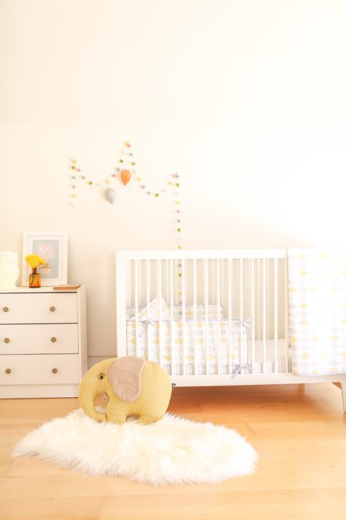 Gender-neutral baby nursery inspiration. 5 TOTALLY ACHIEVABLE GENDER-NEUTRAL BABY NURSERY LOOKS + HOW TO GET THEM - Find out how to re-create this gorgeous gender-neutral nursery by Emma Blomfield. So adorable! #babynursery #nurserydecor