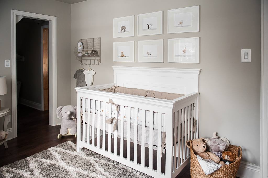 Gender-neutral baby nursery inspiration. 5 TOTALLY ACHIEVABLE GENDER-NEUTRAL BABY NURSERY LOOKS + HOW TO GET THEM - Find out how to re-create this beautiful farmhouse style gender-neutral nursery by Pint Size Interiors. So adorable! #babynursery #nurserydecor #farmhousestyle
