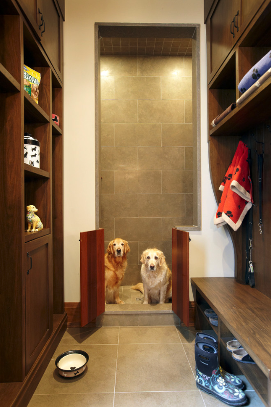 12 GENIUS MUDROOM DOG WASH STATION IDEAS FOR PET LOVERS - Hey, Djangles. heydjangles.com - Image via Parkyn Design.