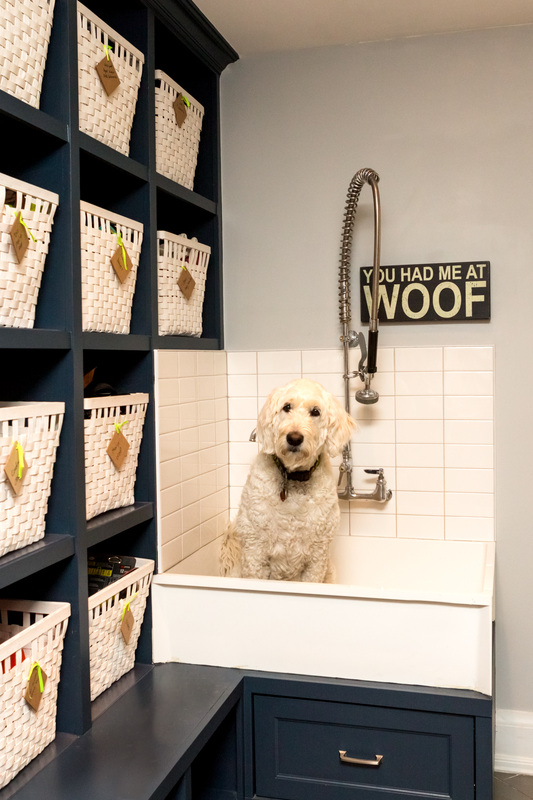 12 GENIUS MUDROOM DOG WASH STATION IDEAS FOR PET LOVERS - Hey, Djangles. heydjangles.com - Image via Shannon Soro Interior Design.