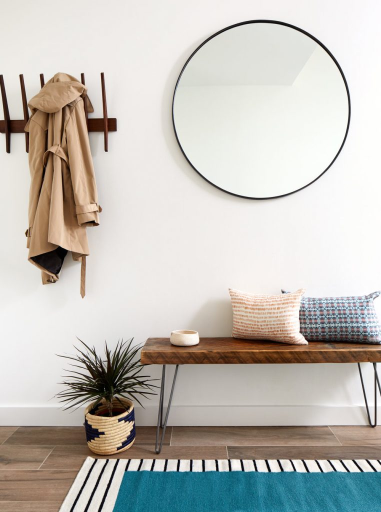 RE-CREATE THE LOOK: 5 MINIMAL OVERSIZED ROUND MIRROR ENTRYWAYS. Hey, Djangles. heydjangles.com. Modern-contemporary entryway, round mirror entryway, Mid-century Modern entryway, Black round mirror. Photo credit: Sudio Miel.