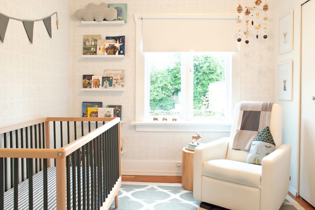 Gender-neutral baby nursery inspiration. 5 TOTALLY ACHIEVABLE GENDER-NEUTRAL BABY NURSERY LOOKS + HOW TO GET THEM - Find out how to re-create this beautiful gender-neutral nursery by Winter Daisy. So adorable! #babynursery #nurserydecor
