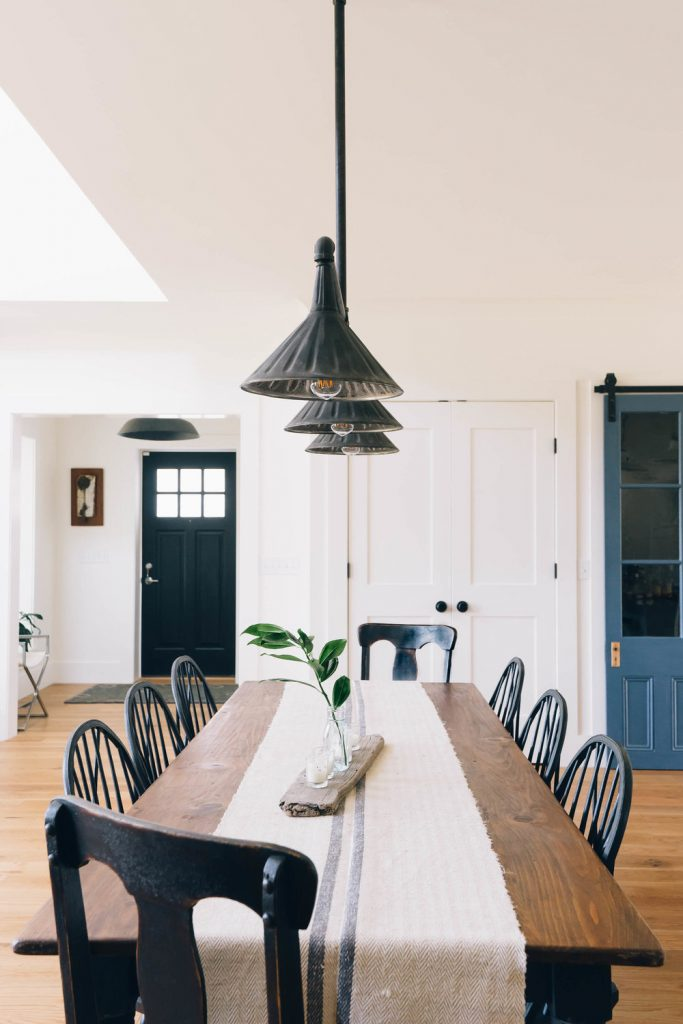 Black Windsor Style dining chair inspiration and product round-up. Something for every budget. heydjangles.com - Farmhouse Dining Chairs, Windsor Chairs, Black Dining Chairs. Image credit: Dessa Lea Productions. #farmhousestyle #modernfarmhouse