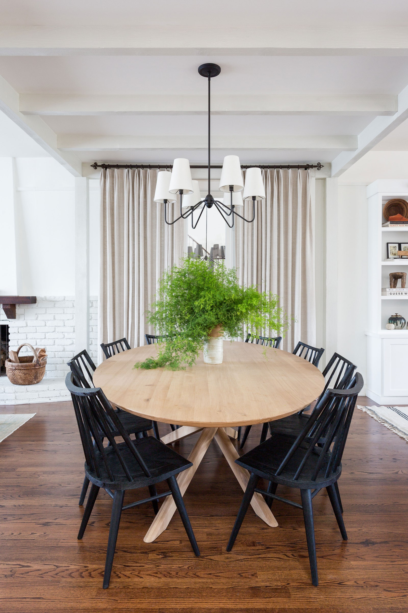 Image via Architectural Digest, Photography by Amy Bartlam, Design by Allie Boesch Designs