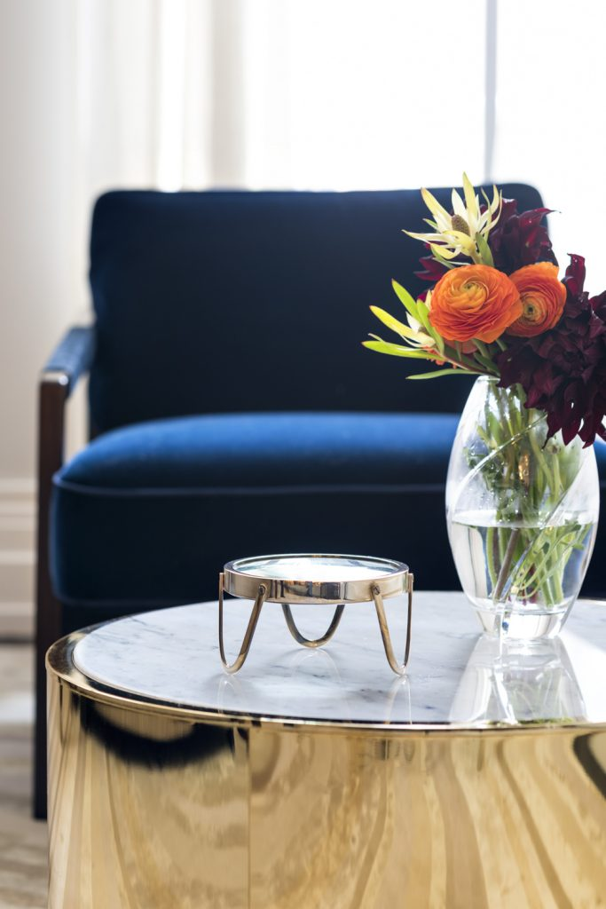 Gold round coffee table inspiration and product round-up. THE GOLD ROUND COFFEE TABLE - 12 STYLISH OPTIONS - heydjangles.com - round gold coffee table, coffee table gold, gold coffee table living room, gold and glass coffee table, gold glass coffee table, copper coffee table, round coffee table ideas, round coffee tables, coffee tables round, round coffee table decor ideas. Image credit: Elizabeth Bolognino Interiors.