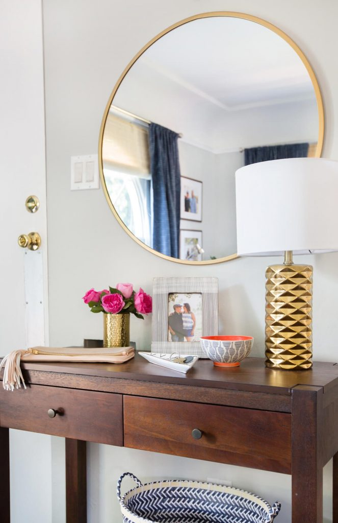 20+ WAYS TO STYLE AN OVERSIZED GOLD ROUND WALL MIRROR – heydjangles.com – in entryways, bathrooms, bedrooms, living rooms and more, the oversized round wall mirror is just so chic and versatile! See how over 20 designers have styled this popular home décor piece incl. in this gorgeous interior by Emily Henderson. Large round wall mirror inspiration, round gold mirror ideas, round wall mirror decorating ideas.