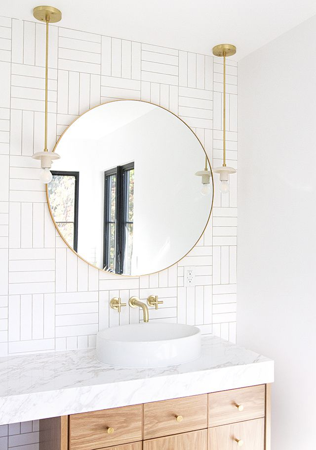 20+ WAYS TO STYLE AN OVERSIZED GOLD ROUND WALL MIRROR – heydjangles.com – in entryways, bathrooms, bedrooms, living rooms and more, the oversized round wall mirror is just so chic and versatile! See how over 20 designers have styled this popular home décor piece incl. in this gorgeous interior by Smitten Studio. Large round wall mirror inspiration, round gold mirror ideas, round wall mirror decorating ideas.