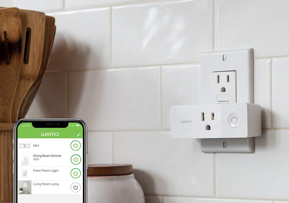 BEST SMART HOME TECH GIFTS UNDER $100 – heydjangles.com – Feat. The Wemo Mini Smart Plug. Tech gift ideas, smart home technology, smart home devices, smart home gadgets, tech gift guide, Christmas gift ideas under $100 #smarthome #giftguide #techie
