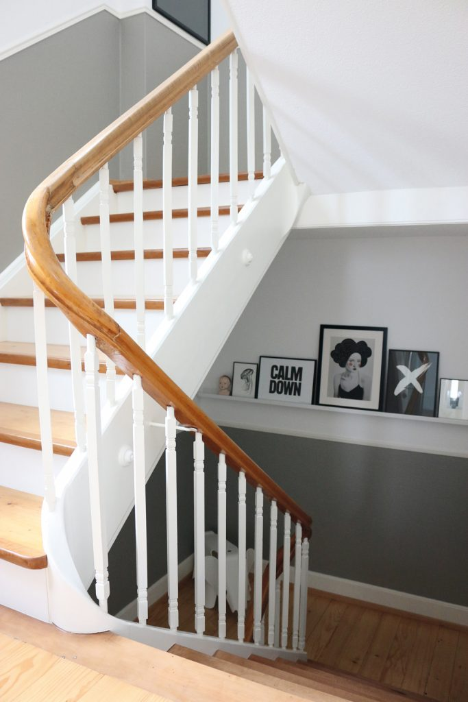 TREND: COLOR BLOCKED WALLS & DIPPED DECOR - heydjangles.com, Scandinavian inspired staircase with gray & white color-blocked, half-painted walls, gallery wall. For more color blocked wall ideas, check out our latest post. Image: Lilaliv.