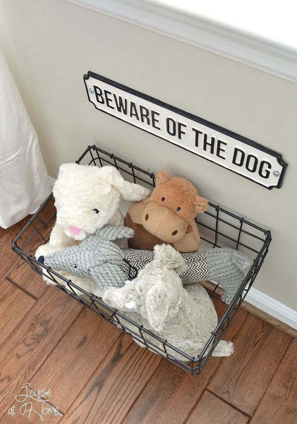 NON-NEGOTIABLE DOG ROOM DECOR ESSENTIALS – heydjangles.com – From dog bowls, pet beds, toys and tech, to pet gates, crates, dog doors and more. Check out our dog room decor wrap-up for all the best dog room decorating ideas and inspiration. Hanging dog toy basket, beware of dog sign. Photo credit: Home Talk.