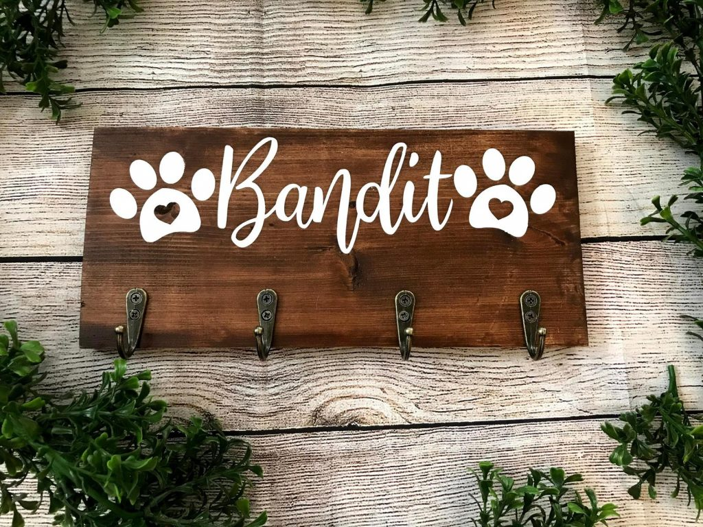Personalized Dog Leash Holder via Etsy / Ocean Bay Crafts