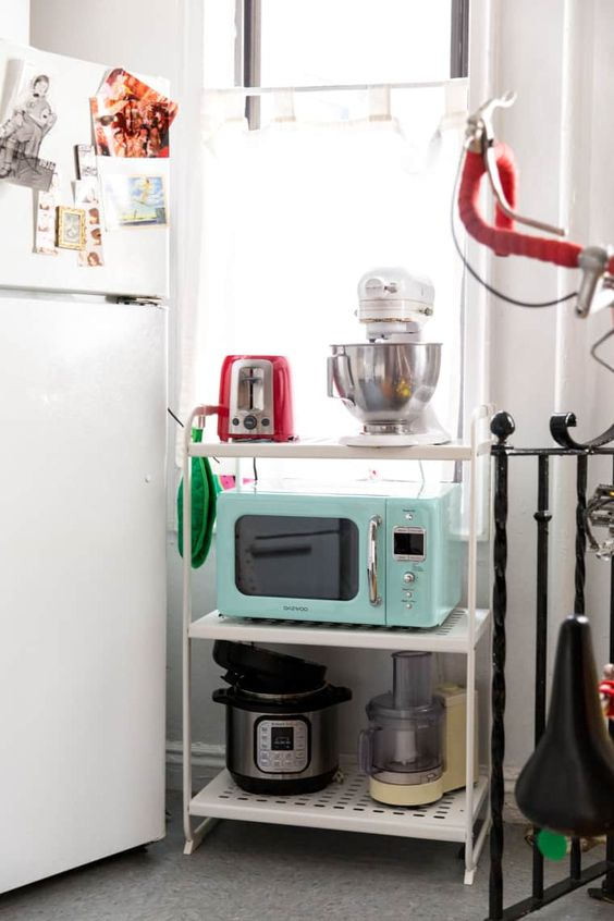 4 EASY WAYS TO ADD MODERN RETRO CHARM TO YOUR HOME - heydjangles.com - 4. With decor! Retro kitchen, pastel kitchen appliances, retro mint green microwave, 50s inspired, retro kitchen decor #retrodecor #50skitchen Image by Minette Hand via Apartment Therapy.