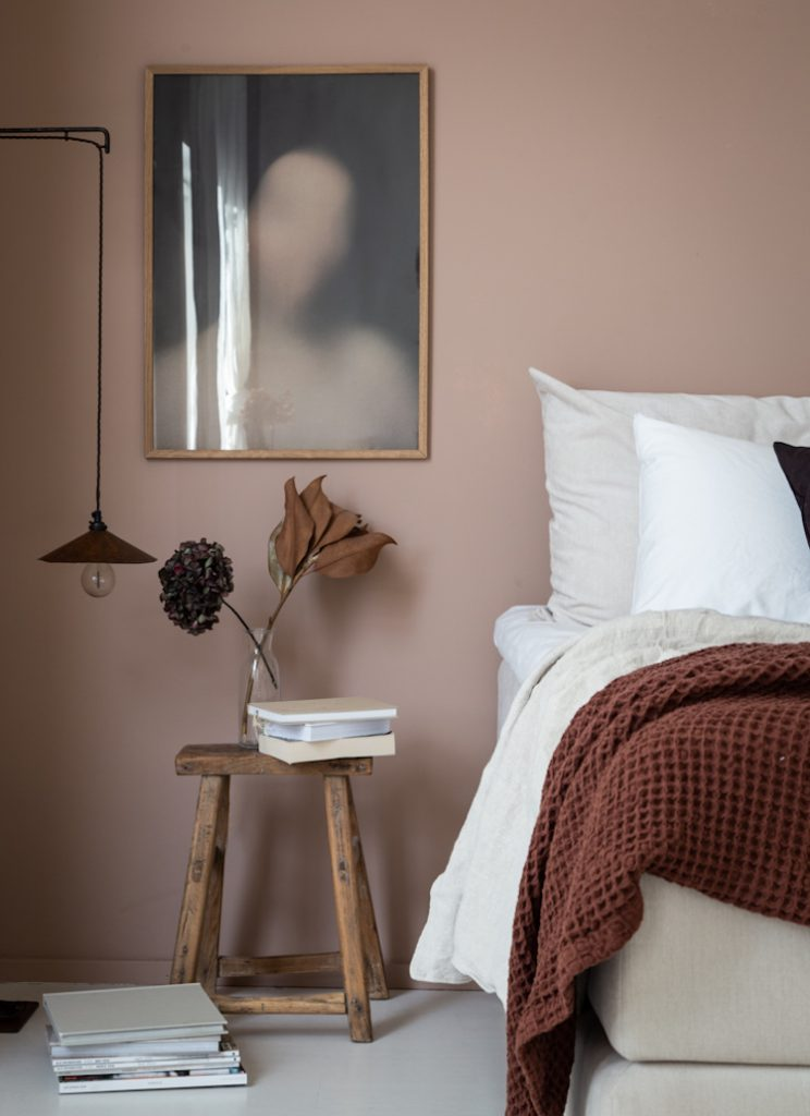 7 Gorgeous Pink Bedrooms That You Can Totally Recreate at Home - Hey ...