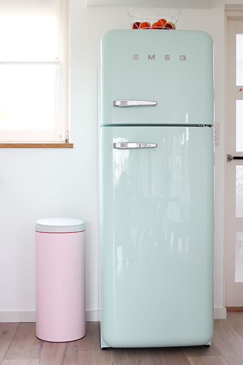 4 EASY WAYS TO ADD MODERN RETRO CHARM TO YOUR HOME - heydjangles.com - 4. With decor! Retro kitchen, pastel kitchen appliances, SMEG refrigerator, 50s inspired #retrodecor Image via Elske.