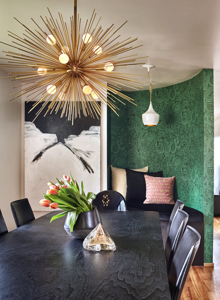 ROUND-UP: GOLD/BRASS MID-CENTURY MODERN CHANDELIER LIGHTING - heydjangles.com - 15 gorgeous options, from Sputnik chandeliers, bubble lights, branch lighting and more. Who doesn't love a good Mid-century modern statement chandelier?! So much drama! Eclectic dining room, black dining table and chairs, tulips. Image via Michelle Dirkse #midcenturymodern #statementlighting #eclecticdiningroom