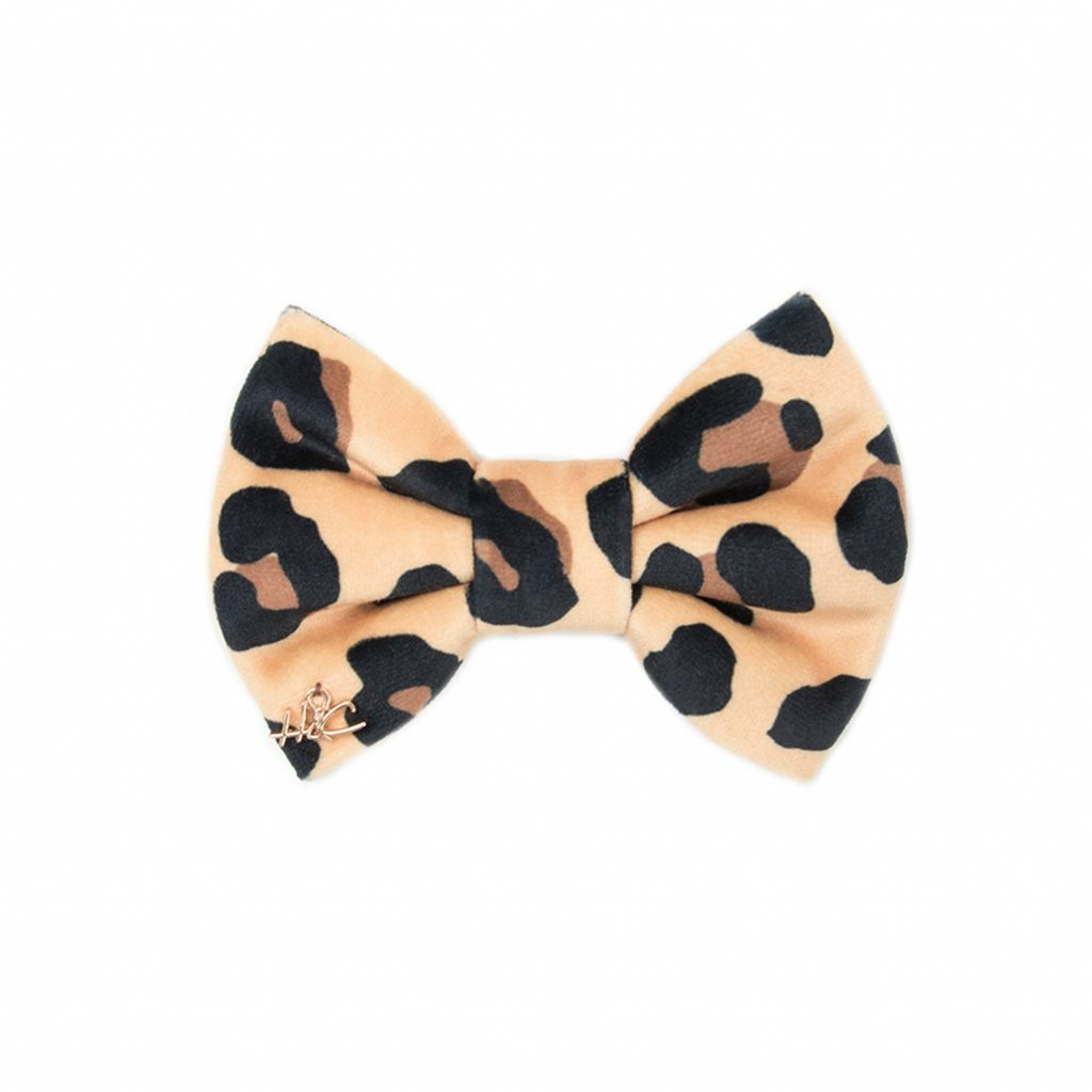 Holly and Co Au Leopard Print Dog Bow Tie (via Etsy).