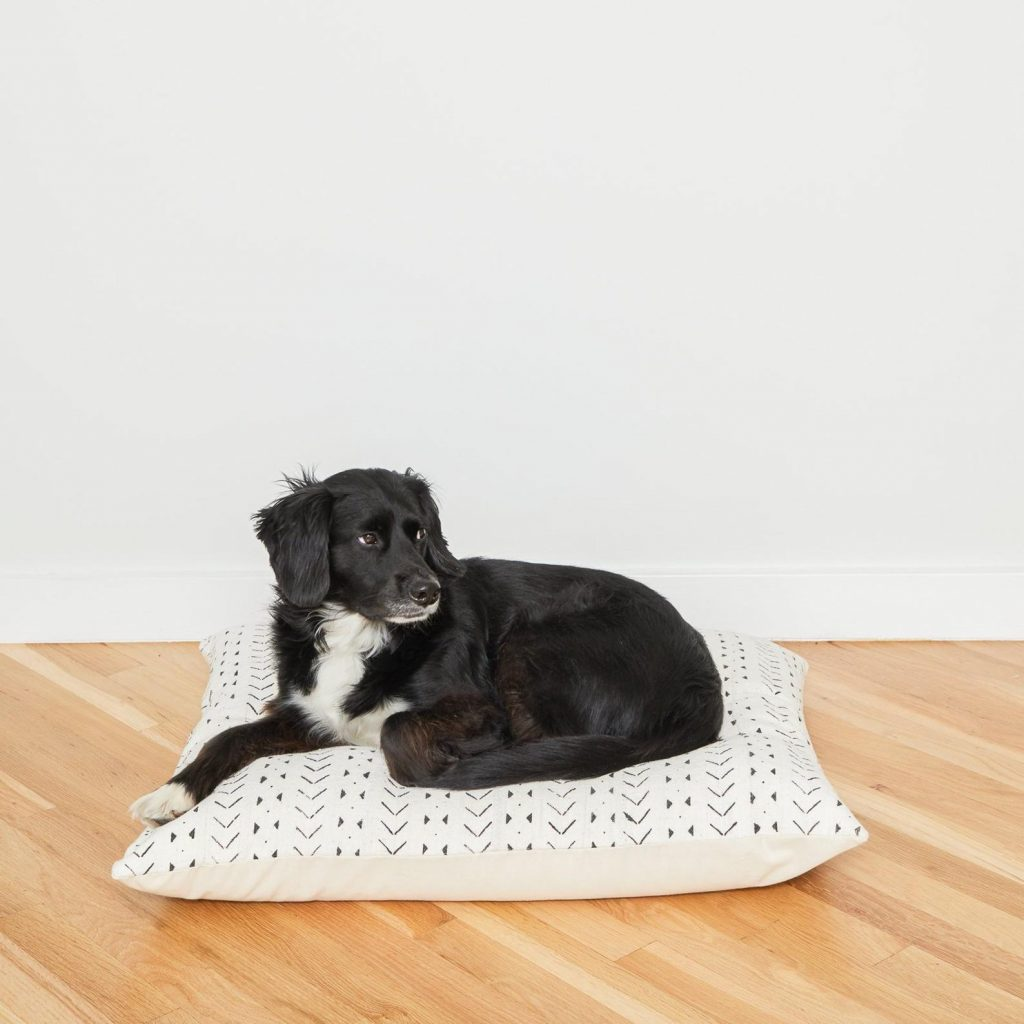 20+ Stylish Boho Dog Beds You and Your Fur Kids Will Love - feat. White Mudcloth Dog Bed from BackupDesign - Image via Etsy.