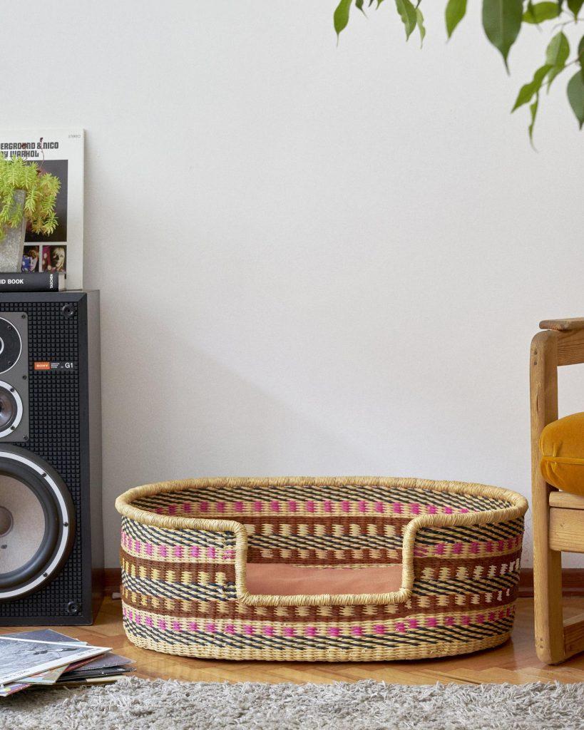 'Toffie' Handwoven Dog Basket from Zaare Folks - Image via Etsy.